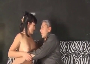 Raven-haired stepdaughter blows her stepfather's dick